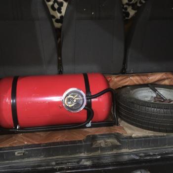 Цилиндрический баллон объемом 90 литров и заправочное устройство