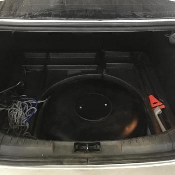 Тороидальный баллон объемом 54 литра вместо запасного колеса и заправочное устройство
