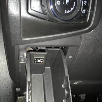 Переключатель с индикатором режима работы убран в боковой ящик
