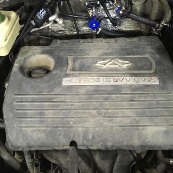 Двигатель с декоративной крышкой